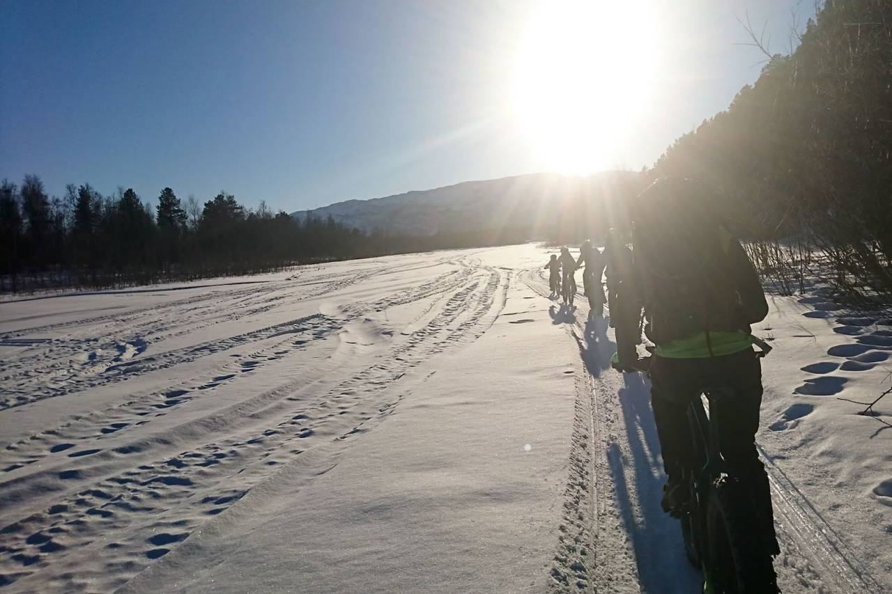 Arctic Alta Fatbike, som arrangeres for første gang 23 februar 2020, blir et langløp på 50 kilometer i relativt lettsyklet terreng. Foto: Arctic Alta Fatbike