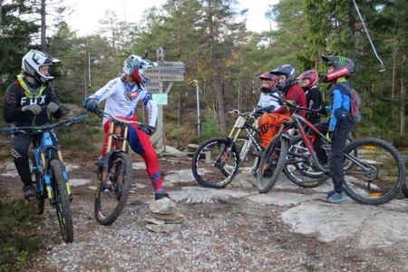 På lørdag skal Brage Vestavik sykle i Kjerringåsen, og inviterer de som vil til å sykle med han der. Foto: Annika Eriksmoen