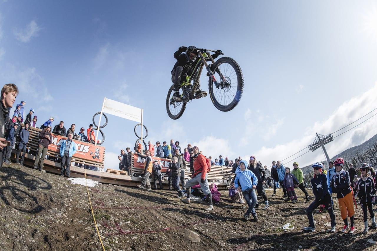 Marius Moe Ellefsrud hoppet over ti meter og vant den nye Long Jump-konkurransen under avslutningshelgen i Hafjell Bike Park. Foto: Gisle Johnsen
