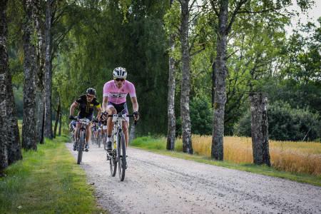Testrytterne som syklet Grenserittet med bukkestyre i år gir tommel opp for egen allroadklasse fra 2020. Foto: Sportograf.com