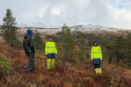 I oktober var Roald Eidsheim og Lars Melbye fra Rekkje stiutvikling på befaring i Tusten skisenter utenfor Molde for å kartlegge mulighetene for å bygge et stisenter i alpinanlegget. Foto: Tusten Skiheiser AS