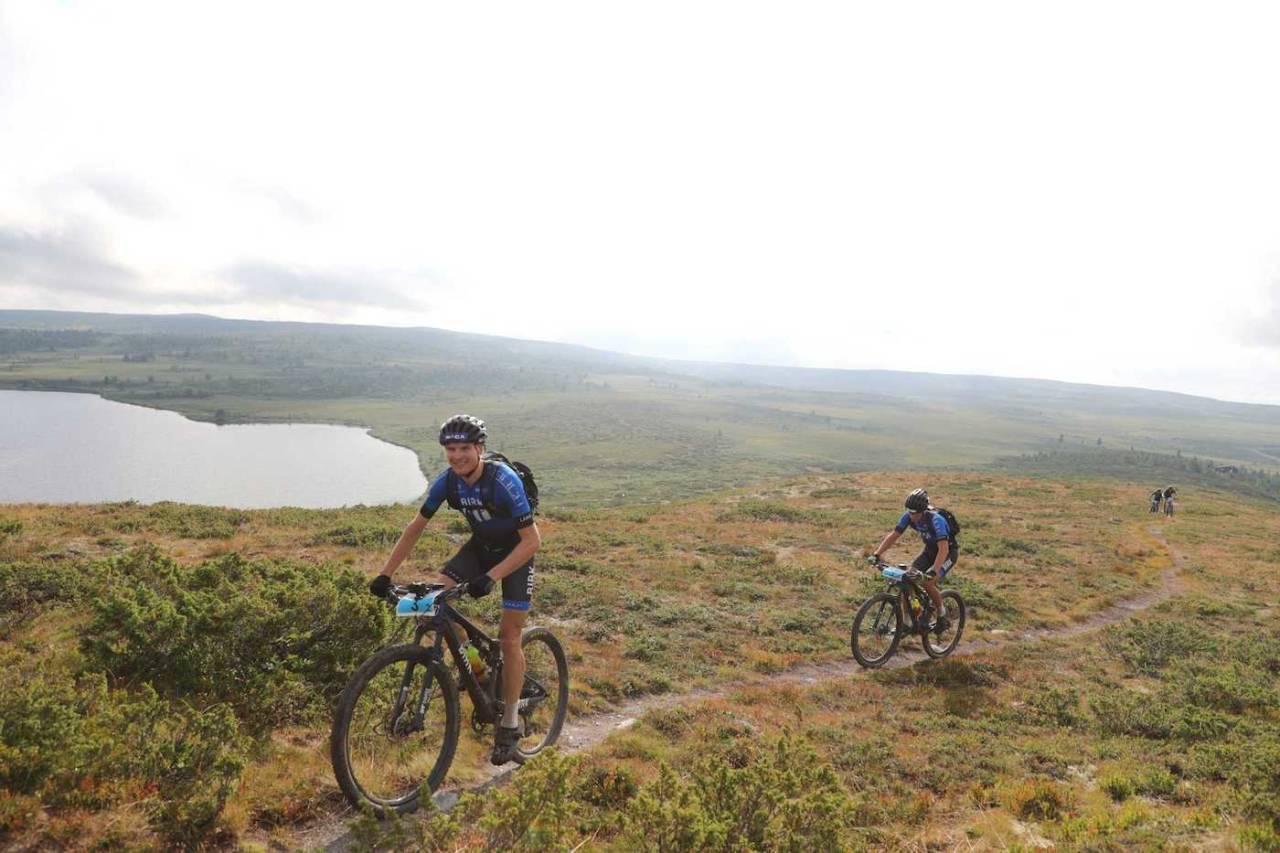 Lars Granberg og makker Odd Erlend Hansen Berg vant Offroad Valdres i fjor, ett av flere turritt som lot UCI-registrerte ryttere delta. Fra inneværende sesong er det lov. Foto: Ola Morken