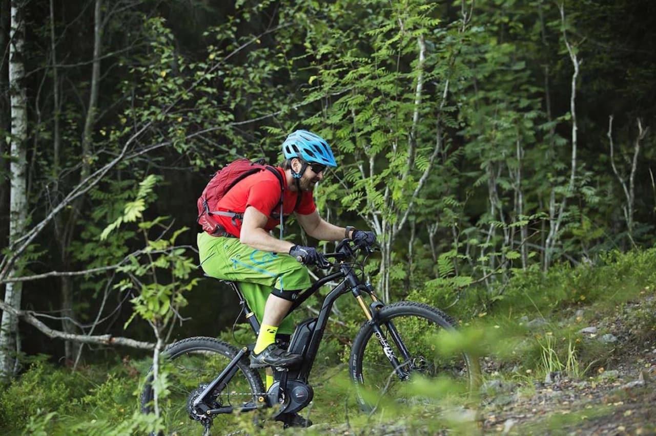 Grunneiere, friluftsorganisasjoner og Oslo kommune vil forby elsykling på stier i Oslomarka, mens regjeringen har foreslått å endre Markaloven slik at reglene for elsykling i utmark blir like over hele landet. Foto: Kristoffer Kippernes