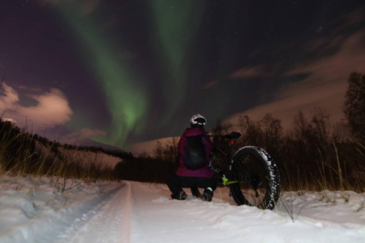 Til neste år kan kveldstur og nordlys ble en del av tilbudet på Global Fatbike Day i Alta. Foto: Glød Explorer