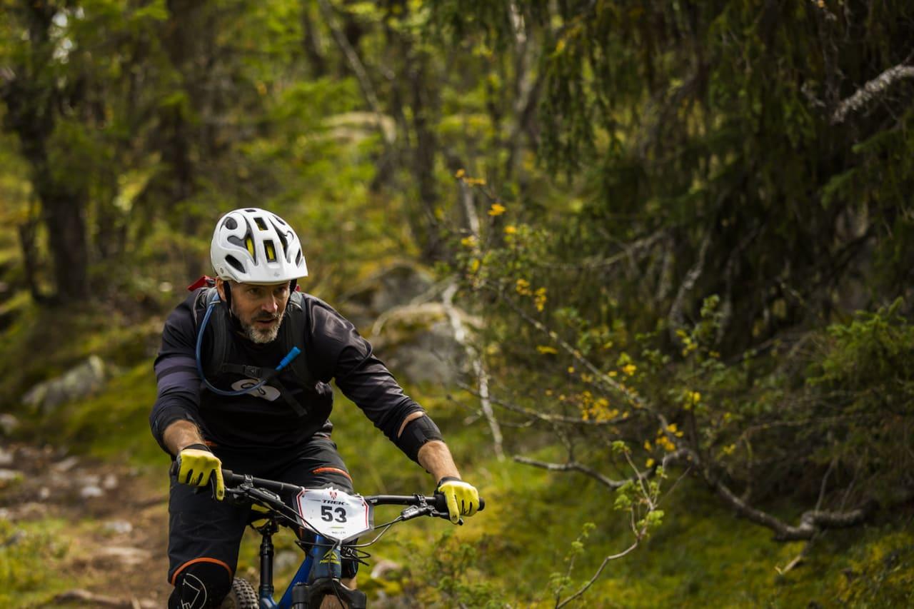SELV AKTIV: NOTS-lederen Lars Thomte har selv testet enduro, her fra Nesfjella enduro 2018. Foto: Snorre Veggan