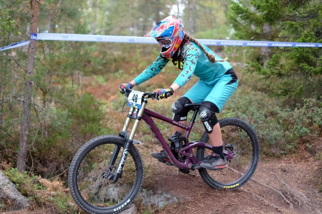 Utfortalentet Kine Haugom, som nylig vant IXS-Europacupen i utfor, må flytte ut av Norge for å fortsette utforsatsingen nesten år. Foto: Niclas Stensrud Andersen