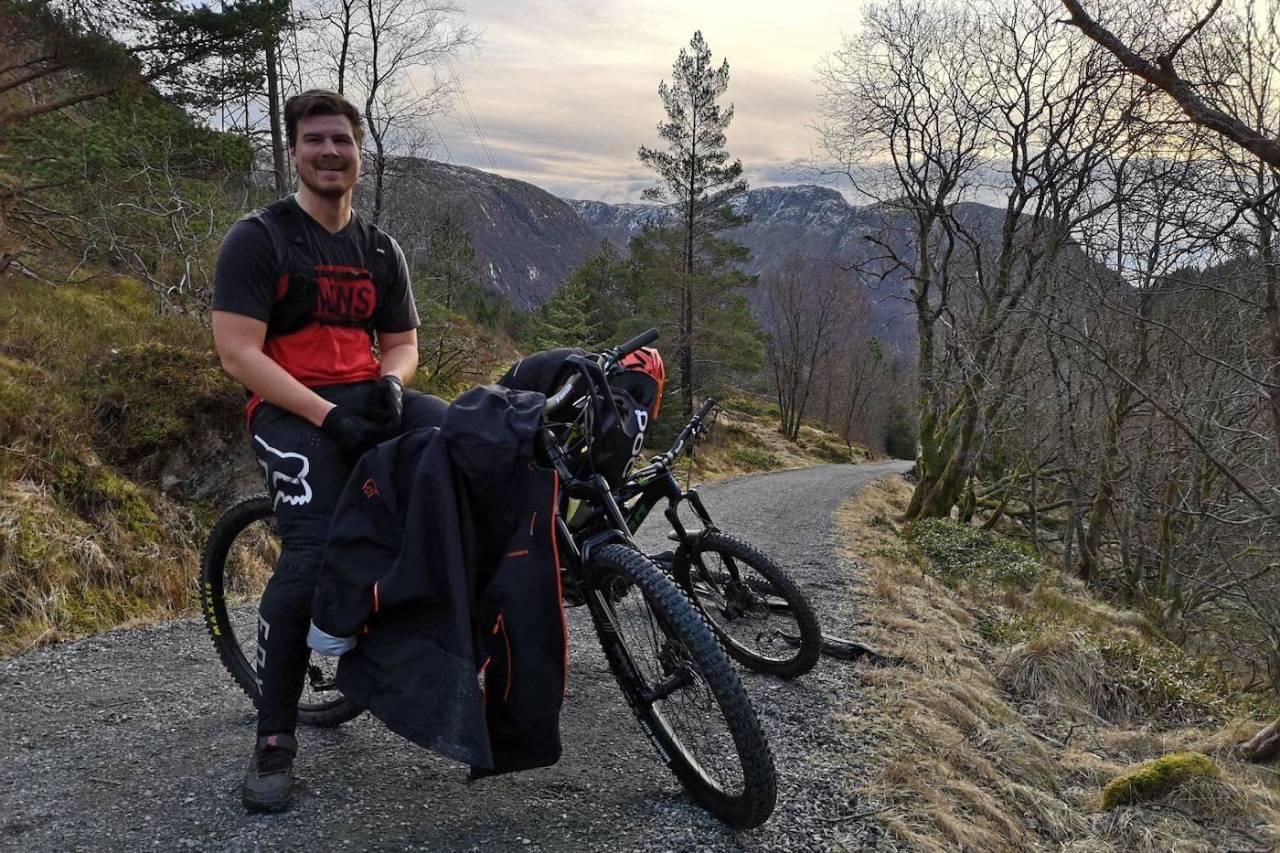 Herman Ingebrigtsen før start etappe 2 i BergEnduro. Foto: Preben Nøkleby