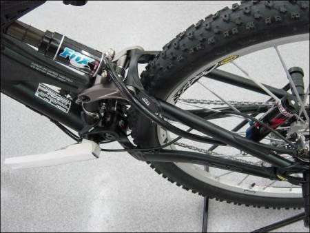 Enduro 2004:Ny Enduro med vanlig rammedesign og demperplassering, og separat Brain-modul ved bakhjulet.