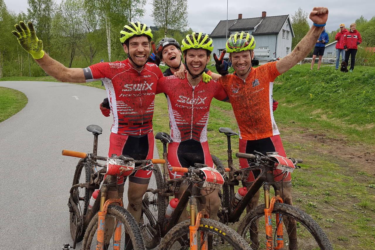 Swix Hard Rocx tapetserte pallen også i andre runde av Norgescupen med seier til Fredrik Haraldseth (midten), Vidar Mehl på andreplass (til venstre) og Ole Hem på tredjeplass i Montebellorittet. Lars Granberg (bak) ble nummer fire. Foto: Espen Olsen