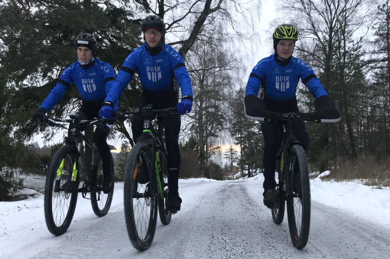 Audun Øverbye Hanssen (til høyre) går inn i maratonlaget Birk Sport Racing, som fra før består av Odd Erlend Hansen Berg (til venstre) og Lars Granberg. Foto: Birk Sport Racing