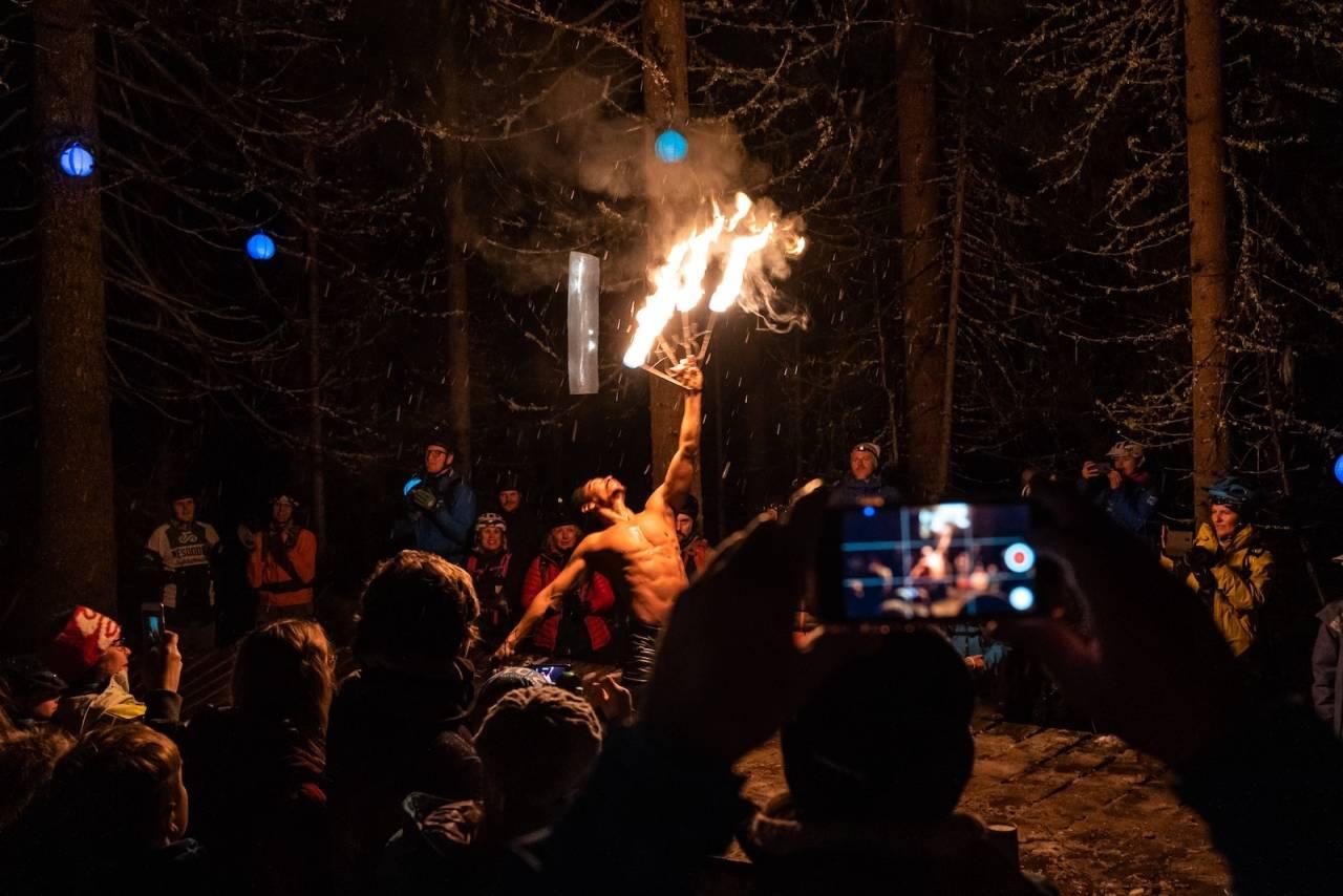 Gullia By Night trakk tre ganger så mange som i fjor, denne gang med fakir show og live konsert i Sherwood Forest som punktum for kveldsturen. Foto: Jonas Sjögren