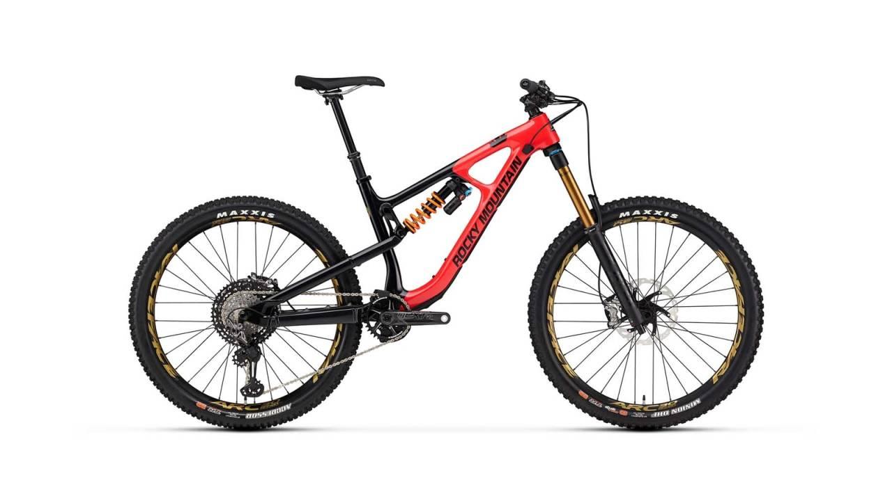 HEFTIG: Nye Slayer er den groveste sykkelen Rocky Mountain har uten dobbelkronet gaffel. Foto: Rocky Mountain