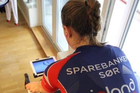 Julie Solvang sitter gjerne to-tre timer på rulla, selv på intervalløkter. Foto: Privat