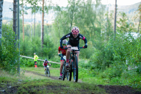 Linn-Beate Sinding-Larsen i front under sjette runde av Kalas Cup på Fossum. Foto: Audun Morgestad