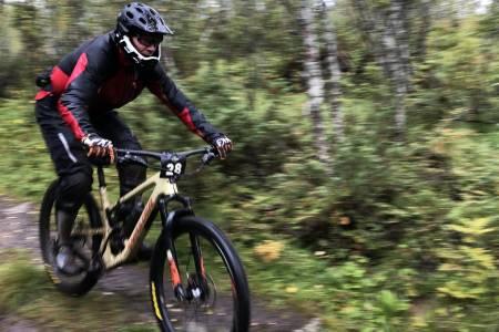 Rittleder Anders Røkenes tok ubeskjedent seieren i Harstad Enduro også i år, denne gangen i sekundstrid med tidligere eliterytter Edvard Vea Iversen. Foto: Tonje Mari Amundsen