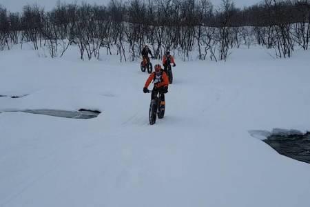 I fjor ble turen til Porsanger CK tatt av uværet og vesentlig annerledes enn planlagt. I år satser de på nye frisk og nye 32 mil over vidda. Foto: Porsanger CK