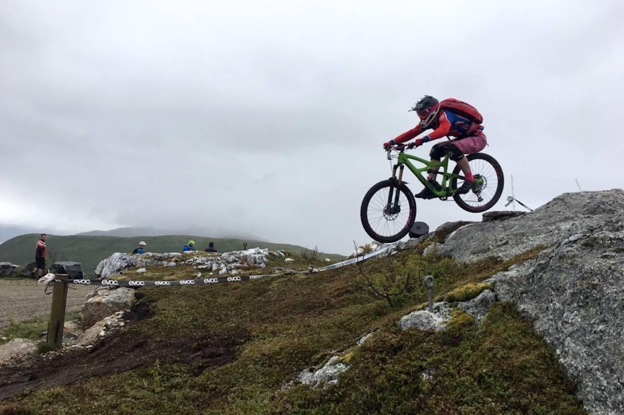 Anette Bastnes i Team Terrengsykkel vant premiereutgaven av Bodø Enduro. Til helga er hun tilbake etter mer. Foto: Silje Gjerde