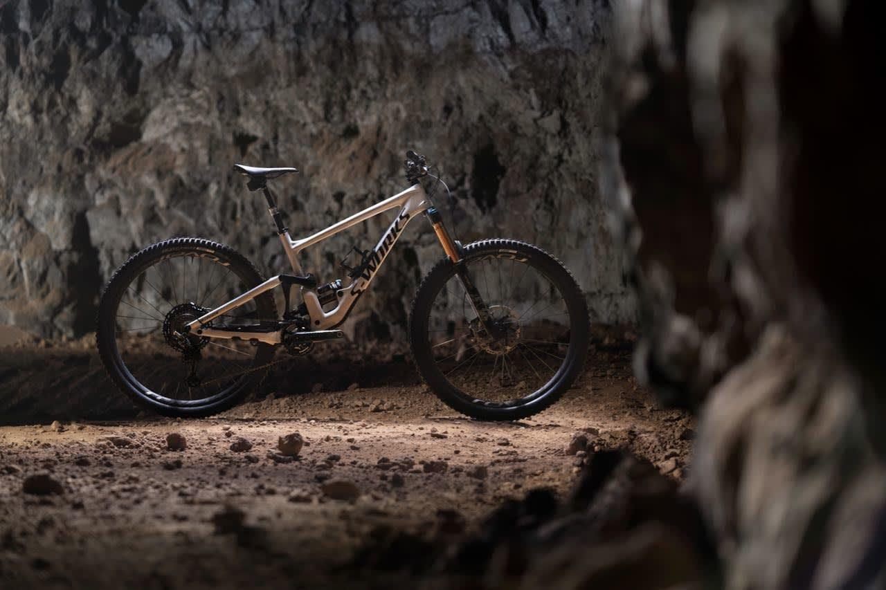 NY ENDURO: Med 170 mm vandring foran og bak og store 29-tommers hjul tar nye Specialized Enduro plass helt på toppen av verstingskalaen for endurosykler.