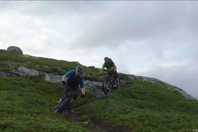 STIBYGGERE: I første episode av serien Dedikasjon får vi møte Knut Lønnqvist og Ove Grøndal. Foto: Vegard Breie
