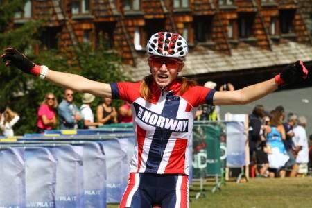 Lisa Jorde syklet ankeretappen for det norske laget som vant EM-stafetten i klassen U15. Foto: UEC