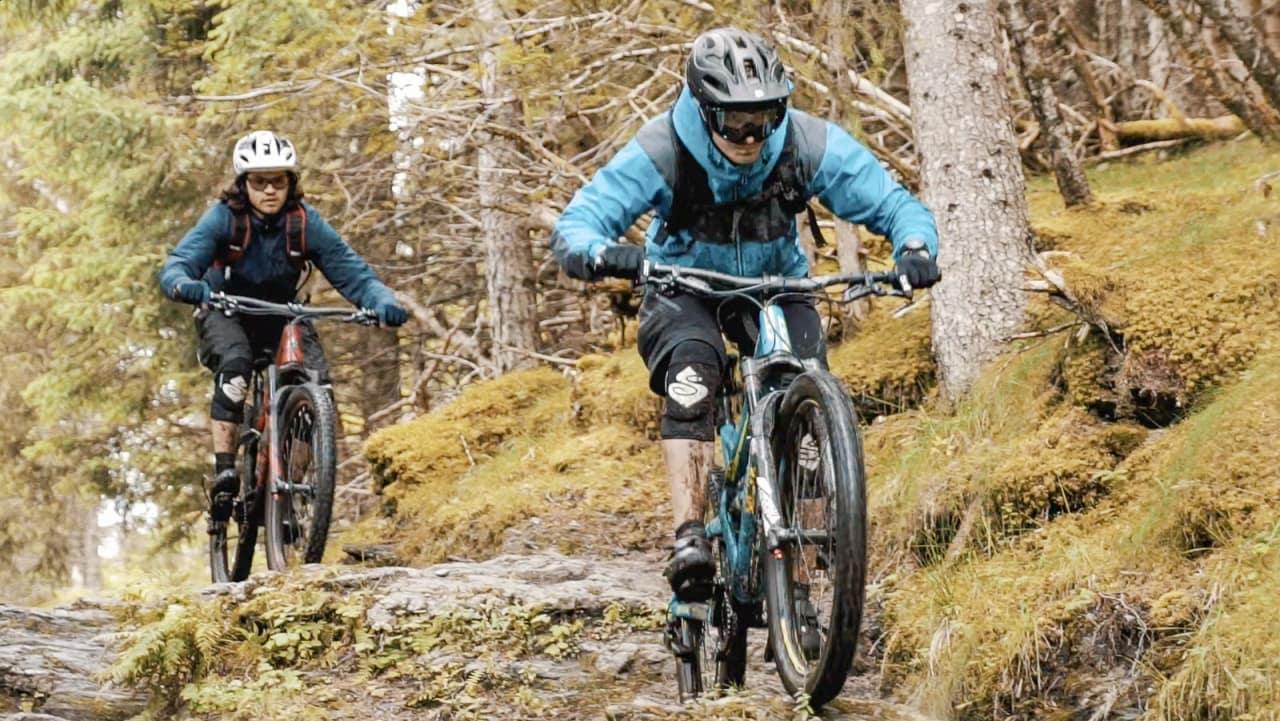 TILGJENGELIG: Sykkelpionér Joar Wæhle leder an ned de smårøffe stiene på Voss.