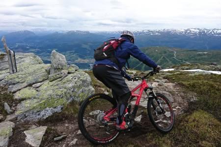 Helibike-turen fra Lønahorgi på 1610 meter over havet ned til sentrum på Voss er blitt en klassiker på turemenyen under Ekstremsportveko. Foto: Tommy Aslaksen