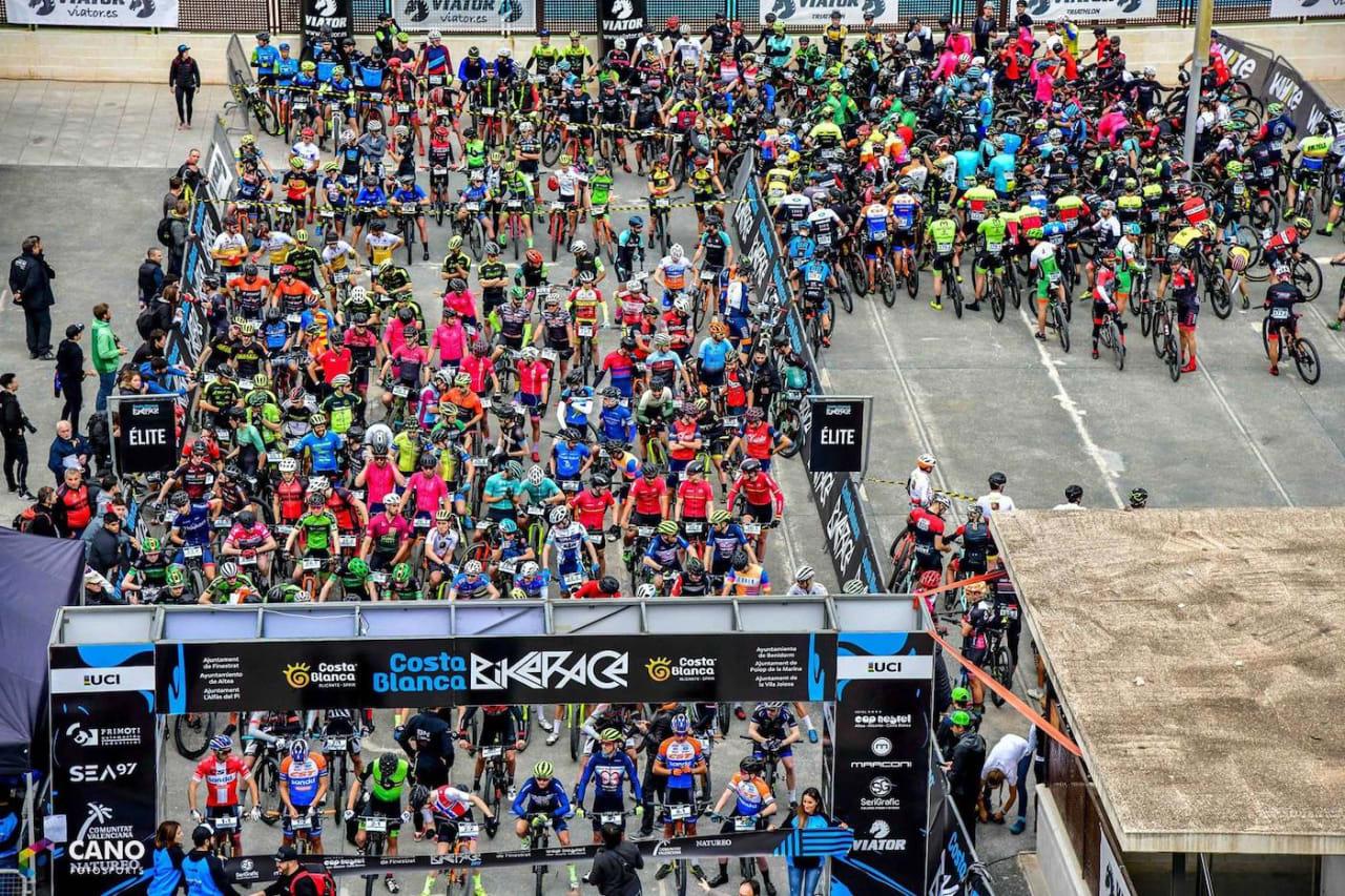 Klare for lagtempostarten, andre etappe i Costa Blanca Bike Race. Foto: Arrangøren