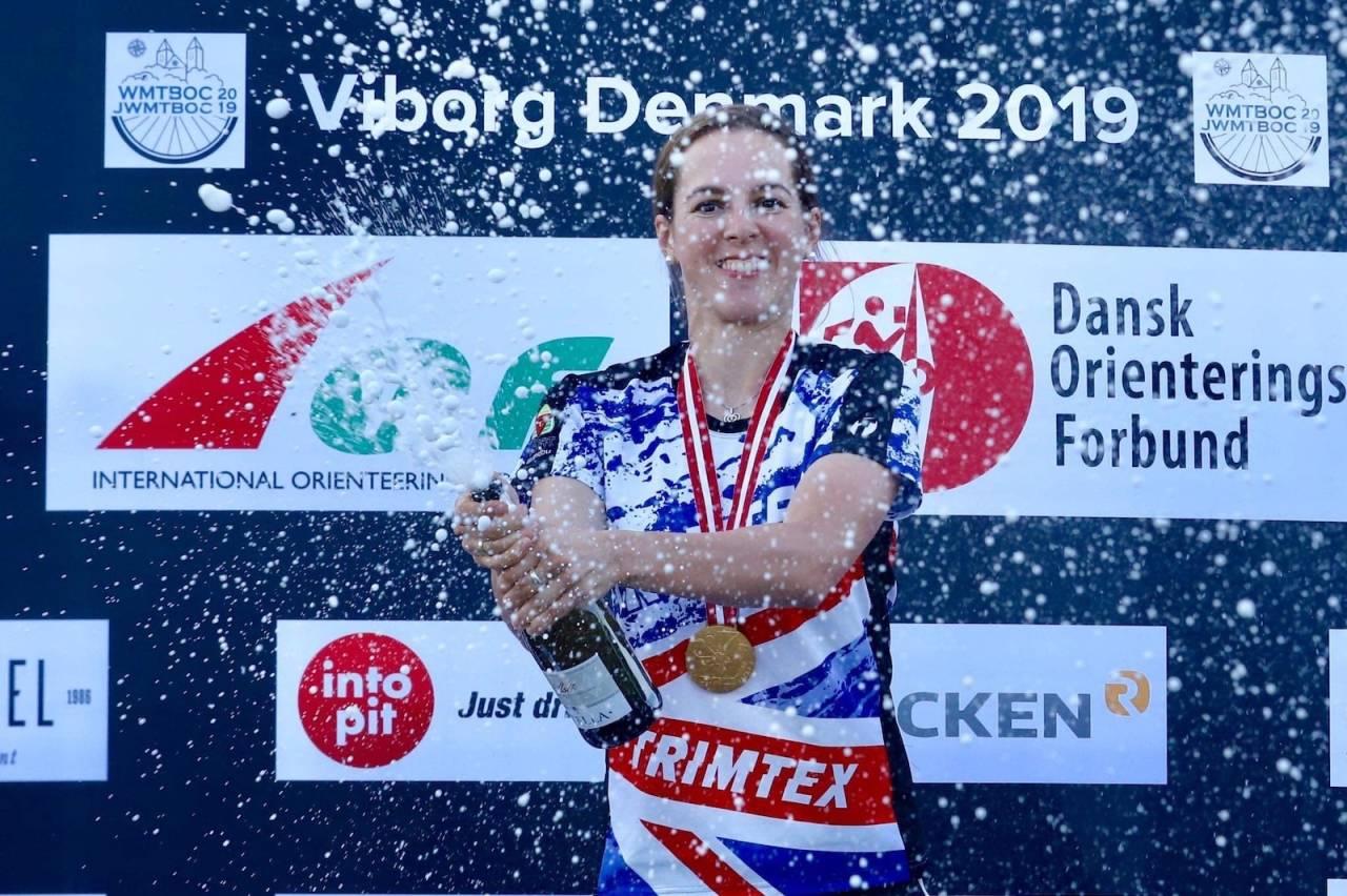 Emily Benham Kvåle ble første utøver til å vinne fire individuelle VM-gull i sammen mesterskap i sykkelorientering. Det gjorde hun i sitt mesterskapscomeback etter at hun fikk baby for et drøyt halvår siden. Foto: Rainer Burmann
