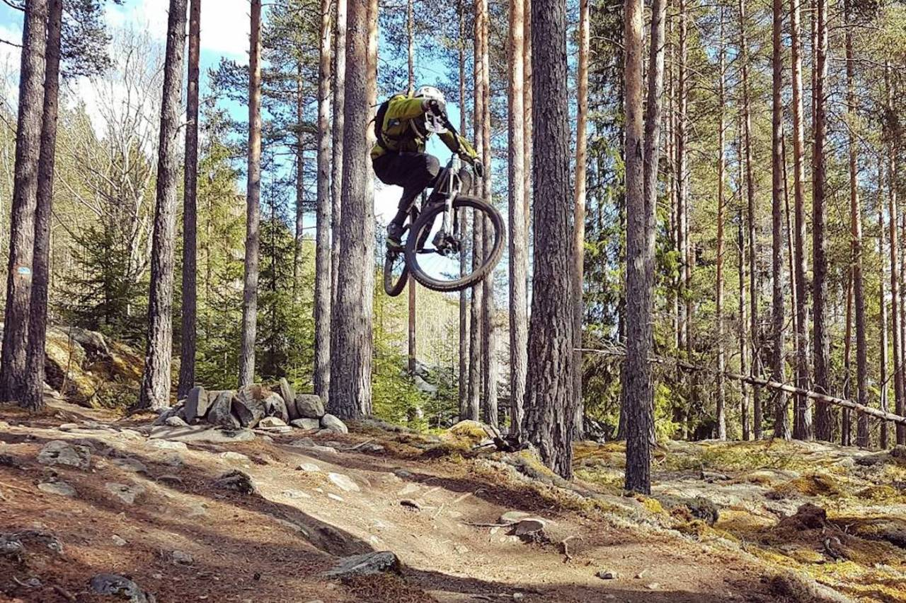 Preben Nøkleby fikk luft under hjulene på Nesbyen Trail Camp i helga. Foto: Thorstein Gallefoss