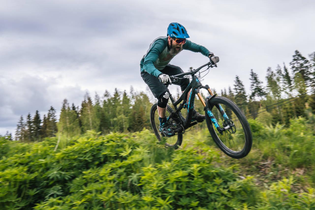Kommende helg er det klart for ny runde enduro ritt i Traktor Bike Park. Denne gangen går rittet over to dager, der den ene kjøres i sykkelparken og den andre i Hadelands skoger. Foto: Martin Vinje