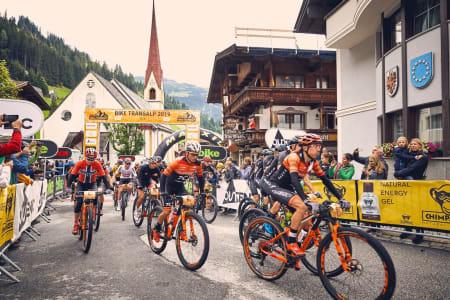 Ole Hem  i den norske mesterskapstrøya endte på fjerdeplass etter første etappe av det sju dager lange etapperittet TransAlp i Østerrike. Foto: TransAlp