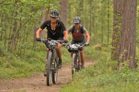 Linda Treseng og Nina Gässler har så langt ikke hatt flaks på sin side, men leder likevel dameklassen i OF700 med solid margin og ligger på andreplass sammenlagt. Foto: Morten Broks
