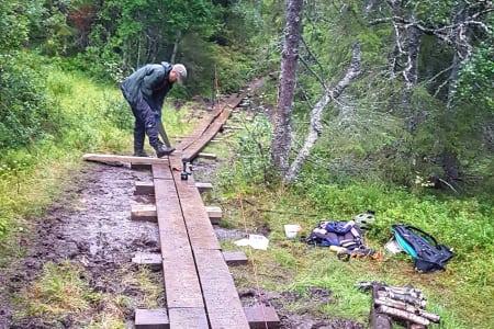 NOTS Trondheim har allerede fått over 500 meter materialer til klopping, og nå skal kommunen også levere stein til videre utbedring av populære stier.