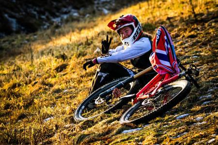 Mille Johnset ble nummer to i sesongdebuten i Wales i helga, til tross for at hun trynet både i seedingen og finalen. Her fra landslagssamling tidligere i vinter. Foto: NCF Mayhem Media