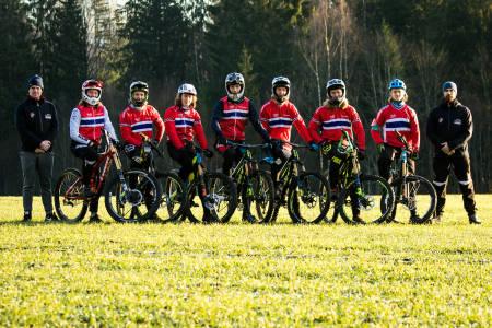 Utforlandslaget har fått egen sponsoravtale på sykler. Det er første gang laget har en slik felles avtale for utøverne. Foto: Mayhem Media