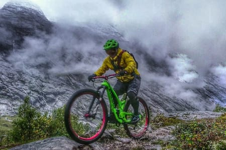 Høsten i fjellet kom til sin rett til tross for ruskevær. Foto: Tommy Aslaksen