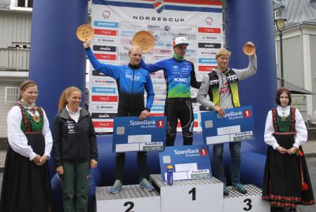 Tim Smeenge fra Nederland vant Helterittet. Lars Granberg (til venstre) ble beste norske på andreplass og Tormod Weydahl sikret seg den siste pallplassen. Foto: Ole Tommy Andersen/NCF