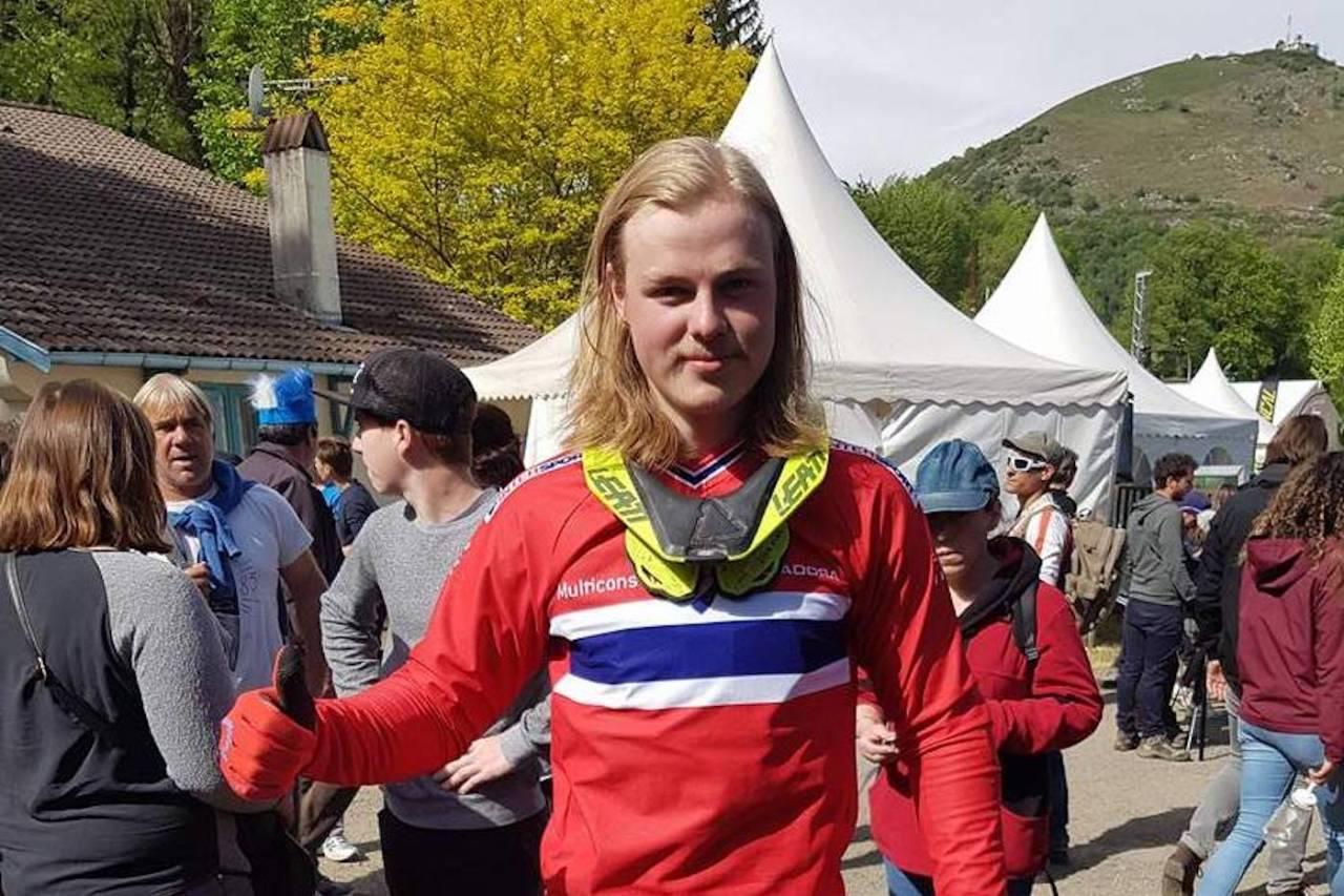 Brage Vestavik syklet inn til topp-10 plassering i finalen på første runde i utforverdenscupen. Foto: Bjørn Ballangrud/NCF