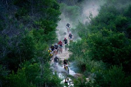 Nest siste etappe i Cape Epic bød på variert terreng, raske stier og rikelig med høydemeter fordelt på 89 kilometer i Stellenbosch. Foto: Greg Beadle
