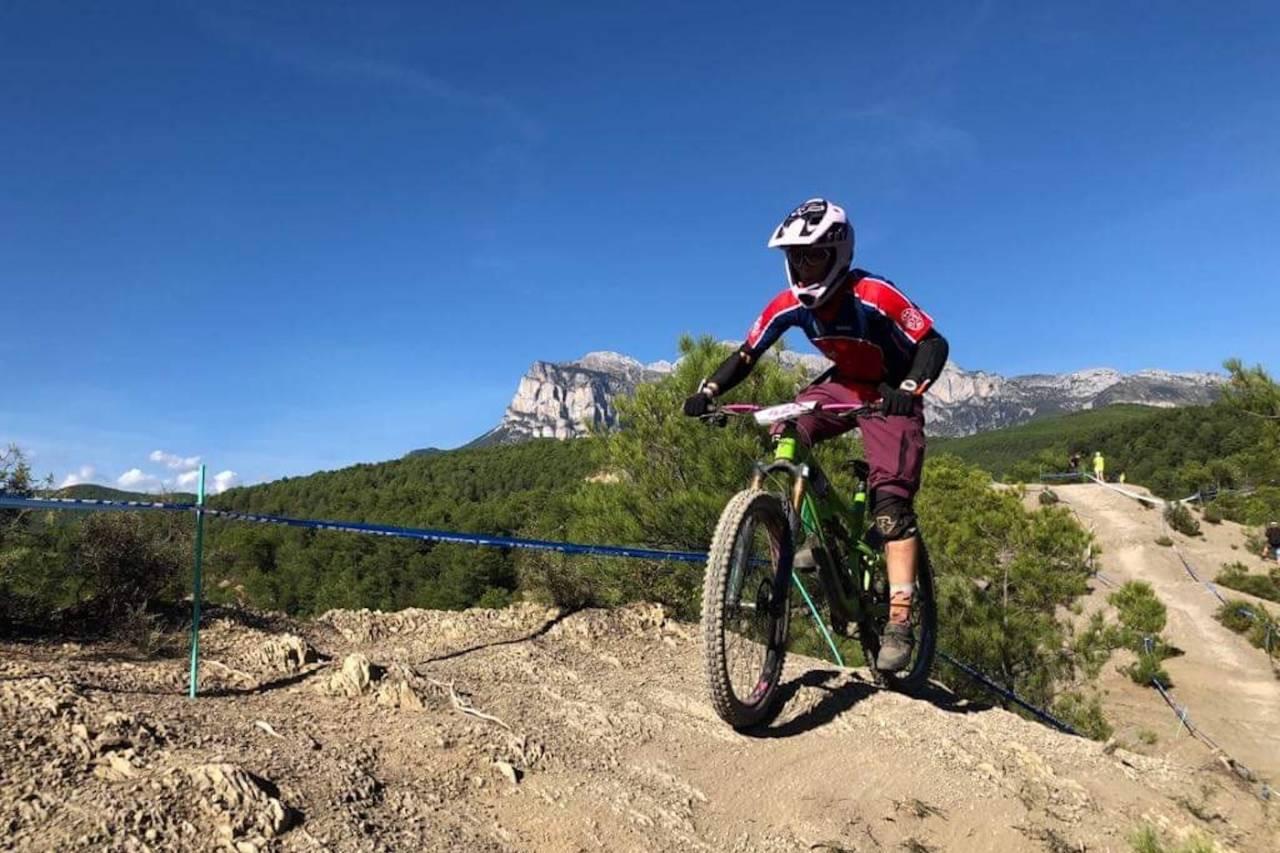 Anette Røssum Bastnes i Team terrengsykkel underveis på dagens etapper i Ainsa. Foto: Nicola Weaver
