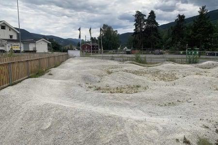 PÅ VEIEN: Pumptracken i Ringebu kan du lett besøke, da den ligger tett opp mot E6. Foto: Kristoffer H. Kippernes