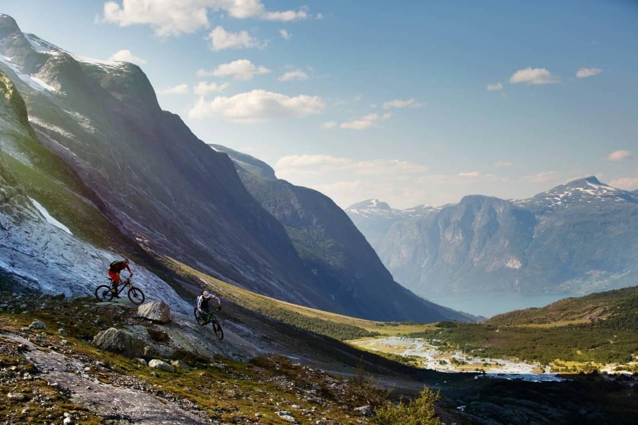 Turen til Erdalen er like mye en naturopplevelse som noe annet. Stien er krevende, men utsikten du får som belønning innerst i dalen på en godværsdag er ubetalelig. / Stisykling i Norge.