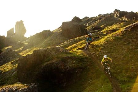 I dalen inn mot Trollsjøen går en sti det er verdt å kjøre 150 mil for å sykle. / Stisykling i Norge.