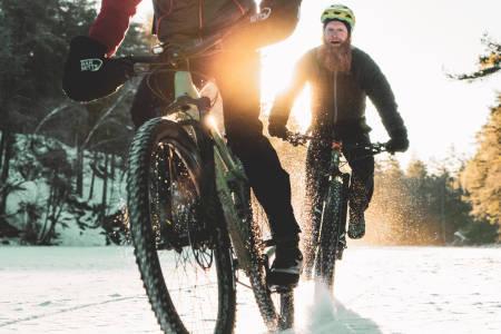 Sykling på vinteren åpner opp for helt nye opplevelser enn på bare sommerstier. Bilde: Christian Nerdrum