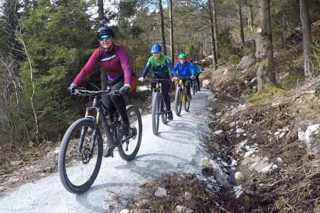 Gunn-Rita Dahle Flesjå syklet i Dalen Stisenter