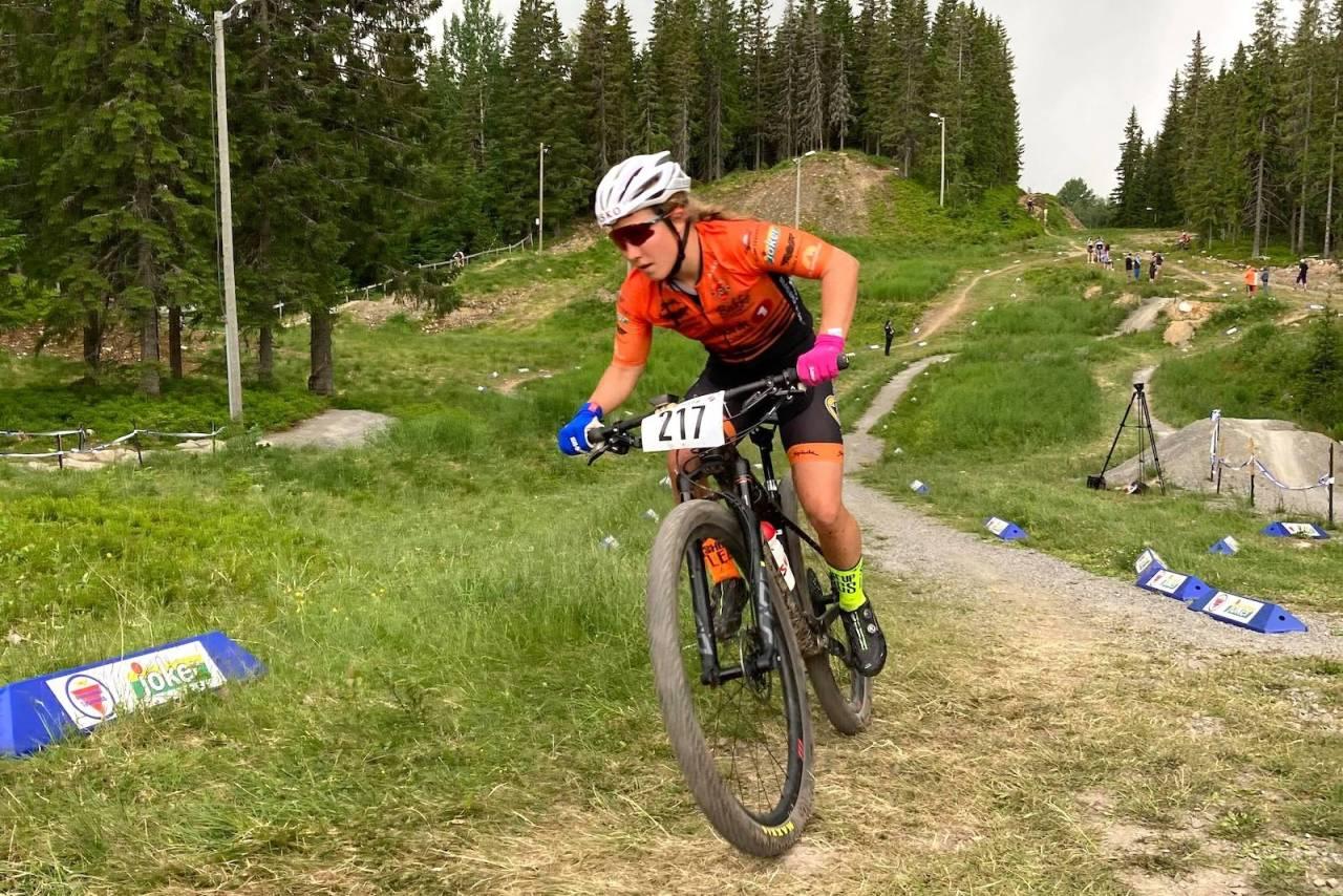 Helene Marie Fossesholm sesongdebuterte i terrengsykkel med NM-gull, NM-sølv og kongepokal