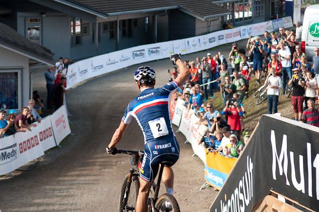 KONGEN AV HAFJELL: Julien Absalon er årets og tidenes desidert beste terrengsyklist og satte resten av eliten realt på plass i Hafjell. Hans første seier på fulldemper blir nok ikke den siste.