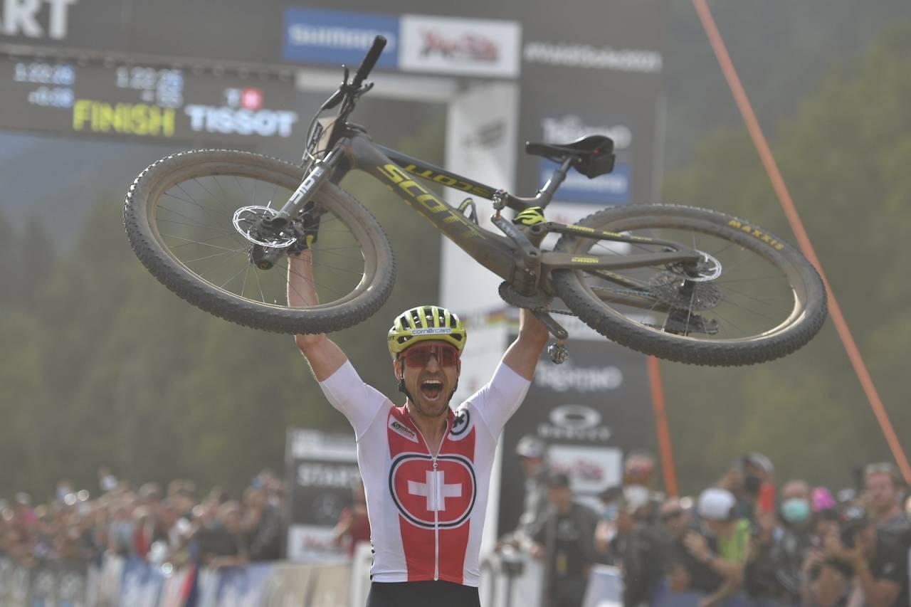 Nino Schürter fra Sveits tok sitt 9. VM-gull i rundbane