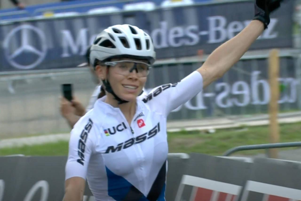Loana Lecomte fra Frankrike tok sin første verdenscupseier i kortbane i Leogang i Østerrike
