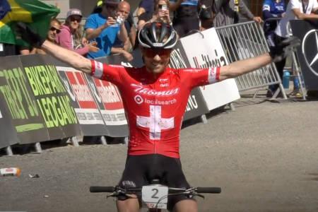 Mathias Flückiger fra Sveits vant kortbanerittet som var første ritt i helgas verdenscuprunde i rundbane i Les Gets